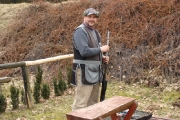 Koledzy z naszego koła na strzelnicy - profesjonalny instruktaż kandydatów